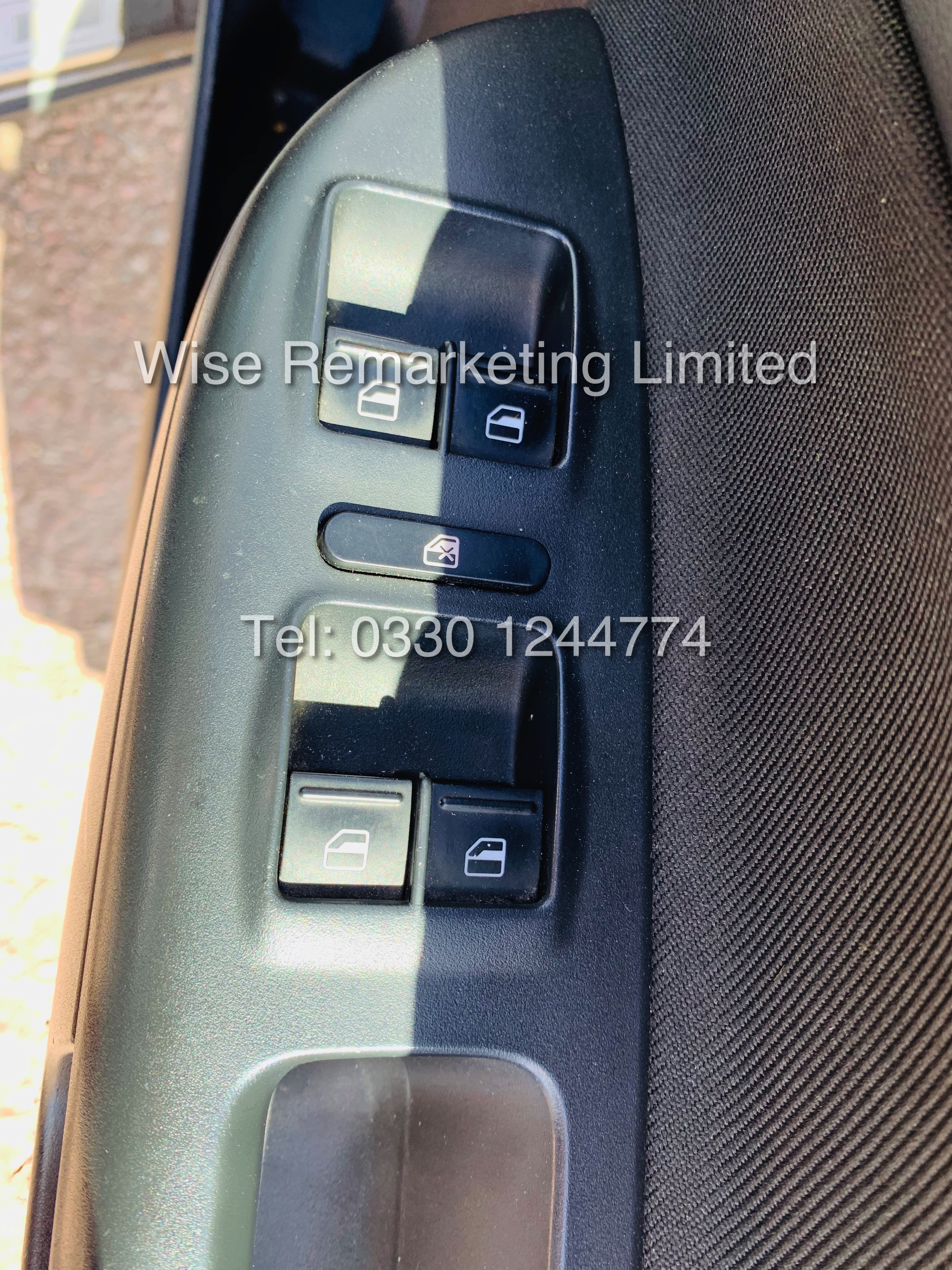 SKODA OCTAVIA (SCOUT) 2.0tdi DSG AUTOMATIC ESTATE / 2013 / 1 OWNER WITH FULL HISTORY / 140BHP / 4x4 - Image 12 of 14