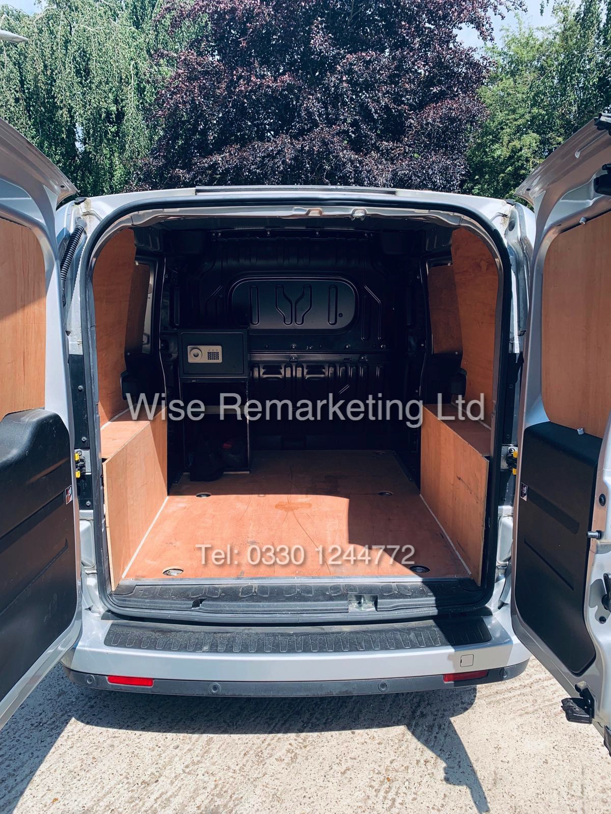 **RESERVE MET** VAUXHALL COMBO 2000 CDTI (SPORT) 1 OWNER WITH FULL HISTORY / AIR CON / ALLOYS / - Image 17 of 22