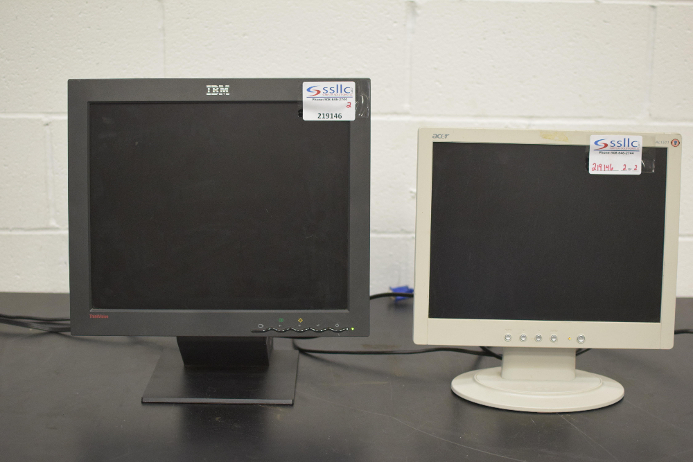 Lot 4 - Lot of (2) LCD Monitors