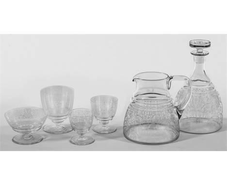 """Baccarat-""""Lulli""""-Glasservice49-tlg.; Kelchgläser mit abgetrepptem Kuppaansatz. Geätzter """"Lulli""""-Arabeskenrankendekor. Besteh"""