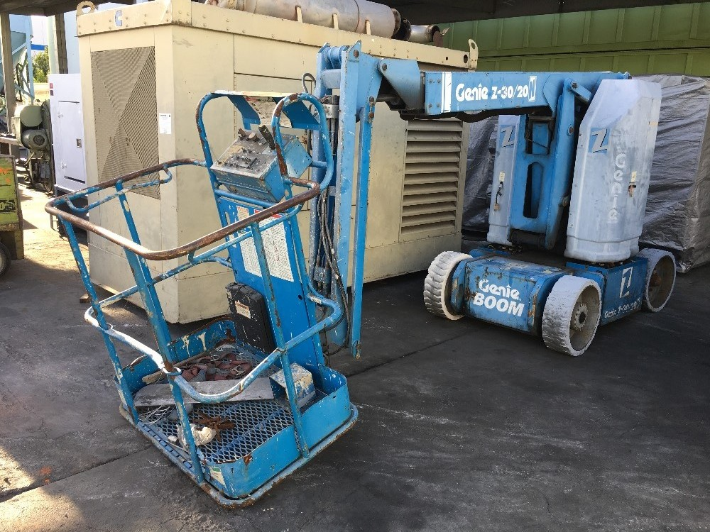 Lot 26 - GENIE Z-30/20N ELECTRICAL ARTICULATED BOOM MAN LIFT 30FT HEIGHT 21 FT REACH 500 LBS CAP Loading Fee:
