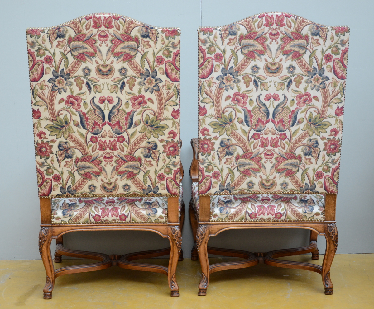 Lot 36 - A pair of decorative armchairs (80x68x127cm)