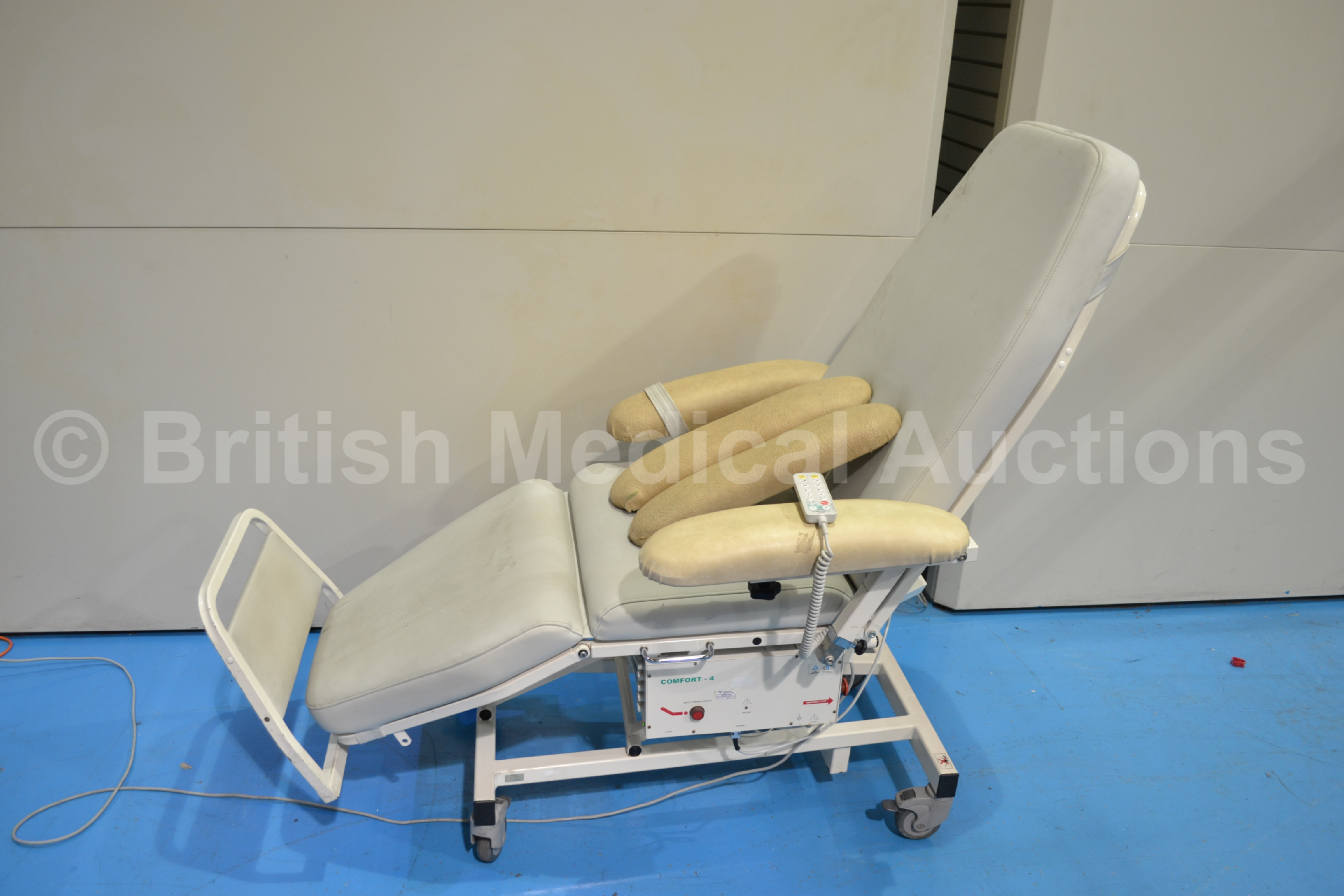 Option of lots 15 16 17  fort 4 Dialysis Chair with
