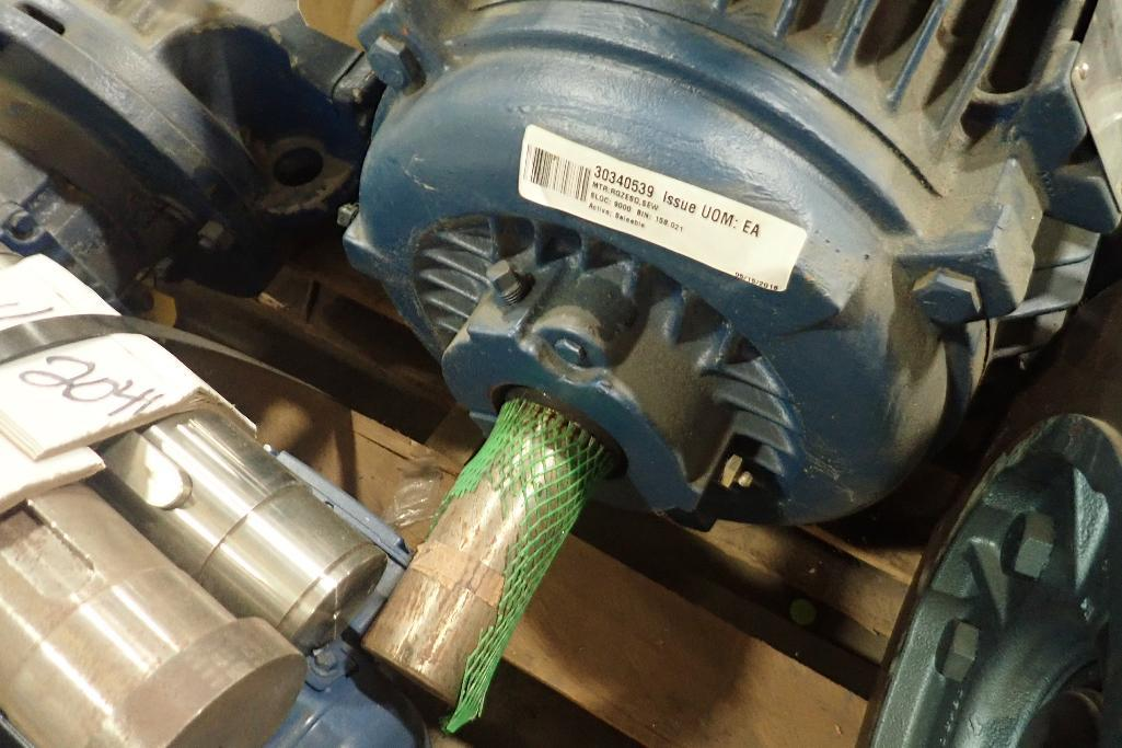 Lot 2040 - Siemens 25 hp electric motor. (See photos for additional specs). **Rigging Fee: $25** (Located in Ea