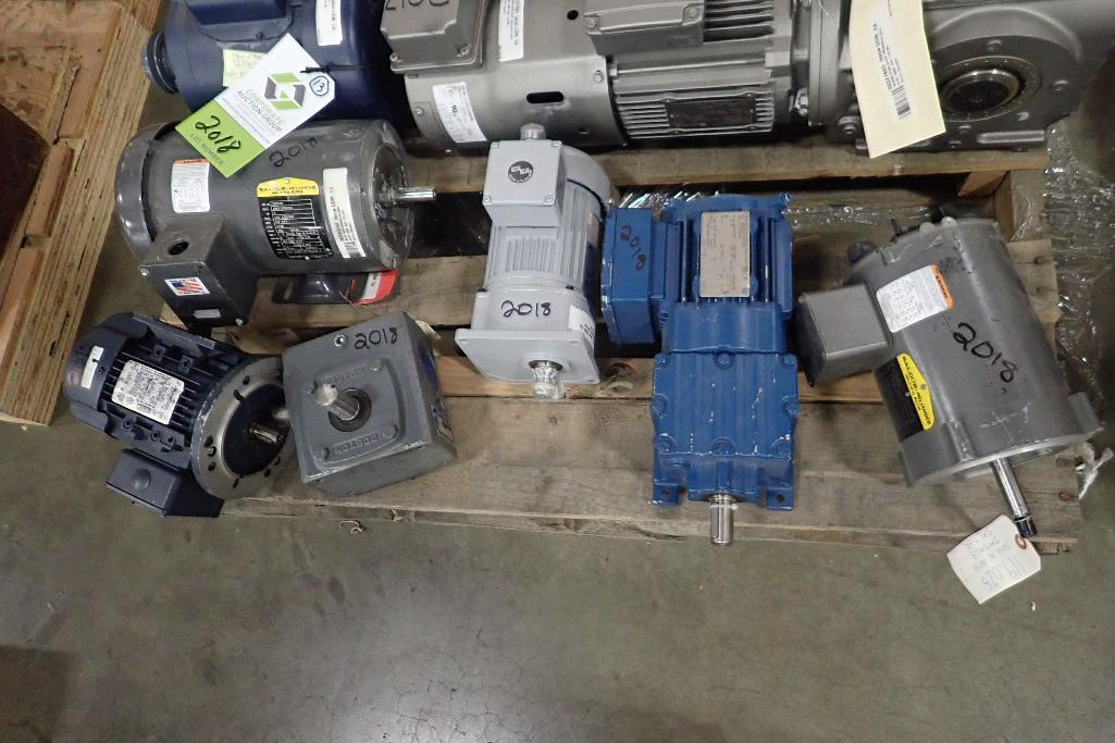 Lot 2018 - (13) assotred electric motors and gearboxes, 1/4 hp to 3 hp. (See photos for additional specs). **Ri