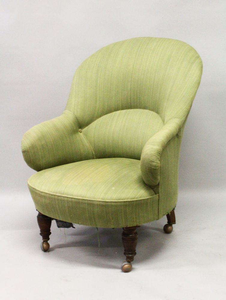 Lot 1026 - AN EARLY 20TH CENTURY TUB CHAIR, on turned legs. 39ins high x 33ins long x 29ins wide.