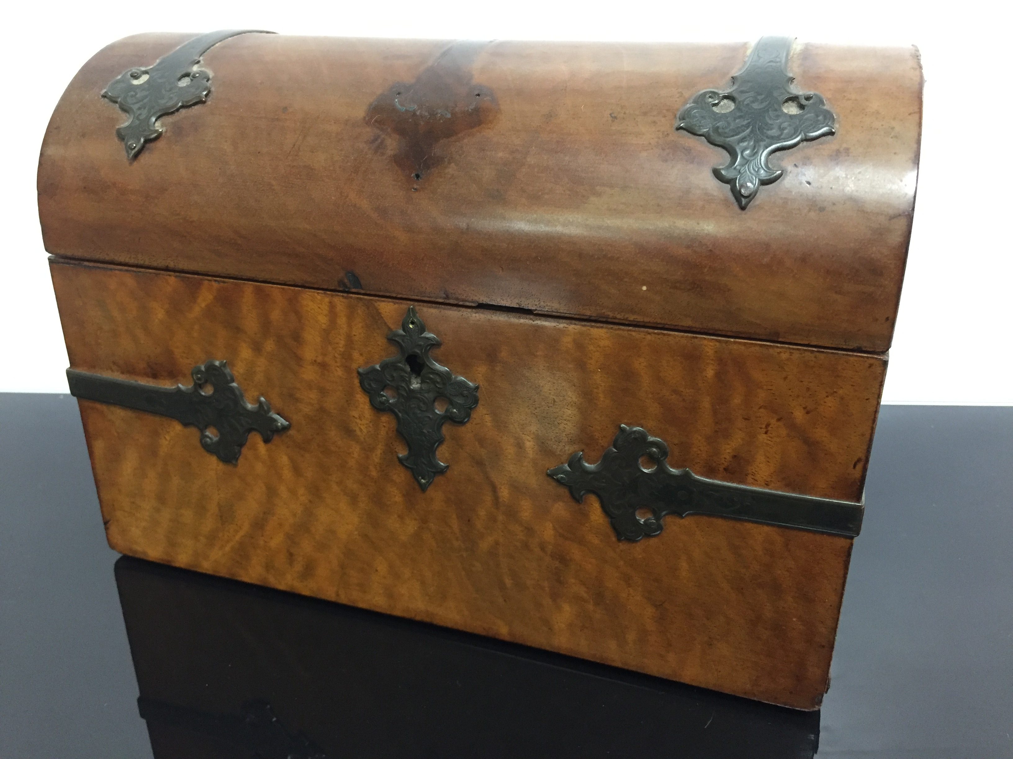 Lot 76 - A WALNUT DOMED TOP CADDY AND A ROSEWOOD SEWING BOX