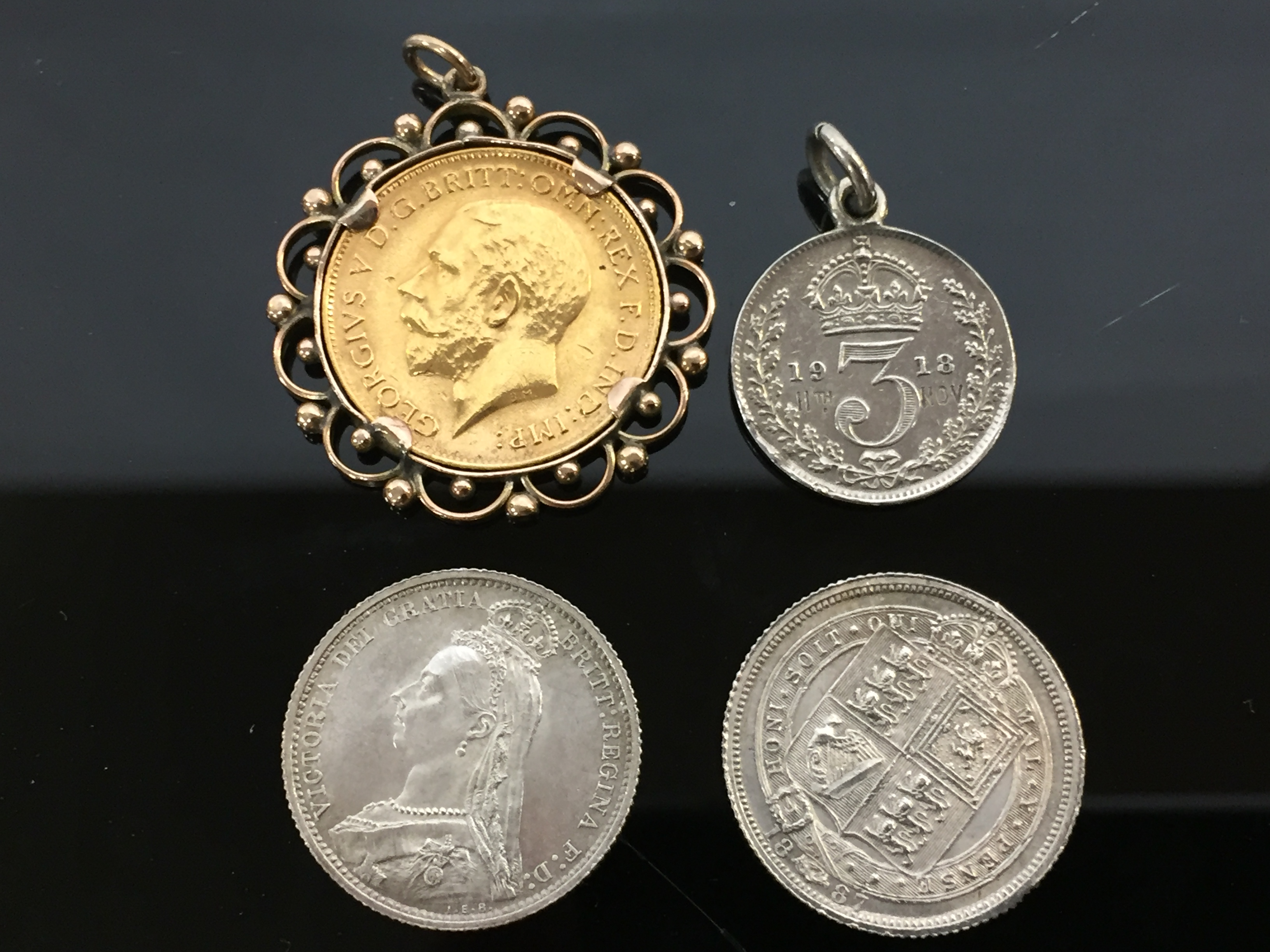 Lot 94 - A 1912 HALF GOLD SOVEREIGN IN GOLD PENDANT MOUNT,