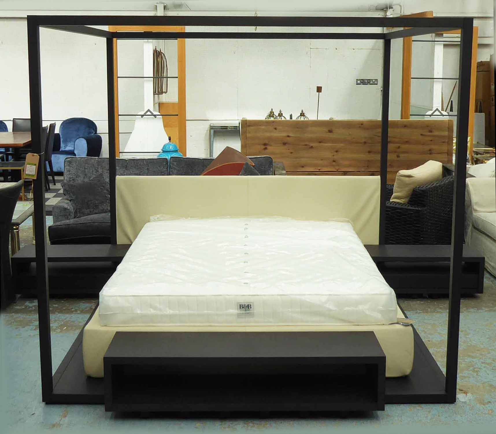 Lot 47 - B&B ITALIA WITH MAXALTO ALCOVA BED, by Antonio Citterio, with B&B Italia Mattress,