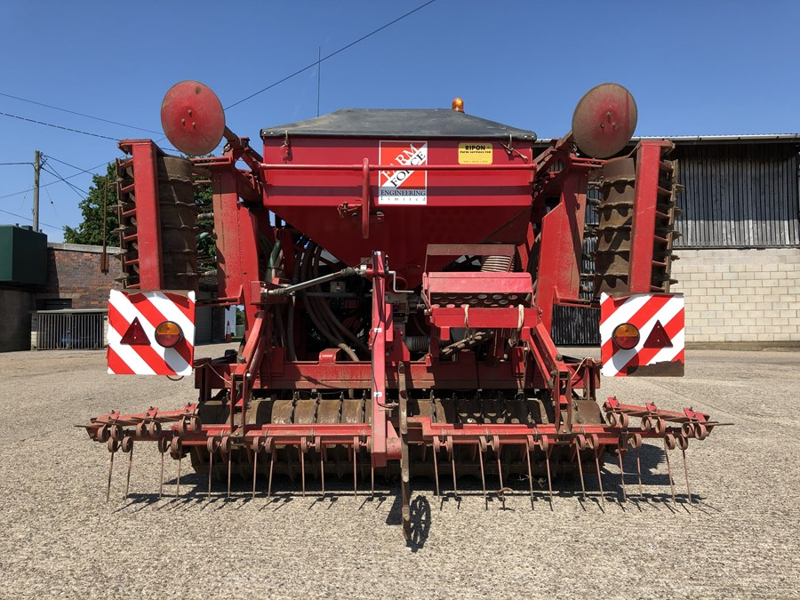 Farm-Force 4M Bootimate BLT40 HF tine drill, 4 metre, 3-point linkage  mounted, hydraulic folding,