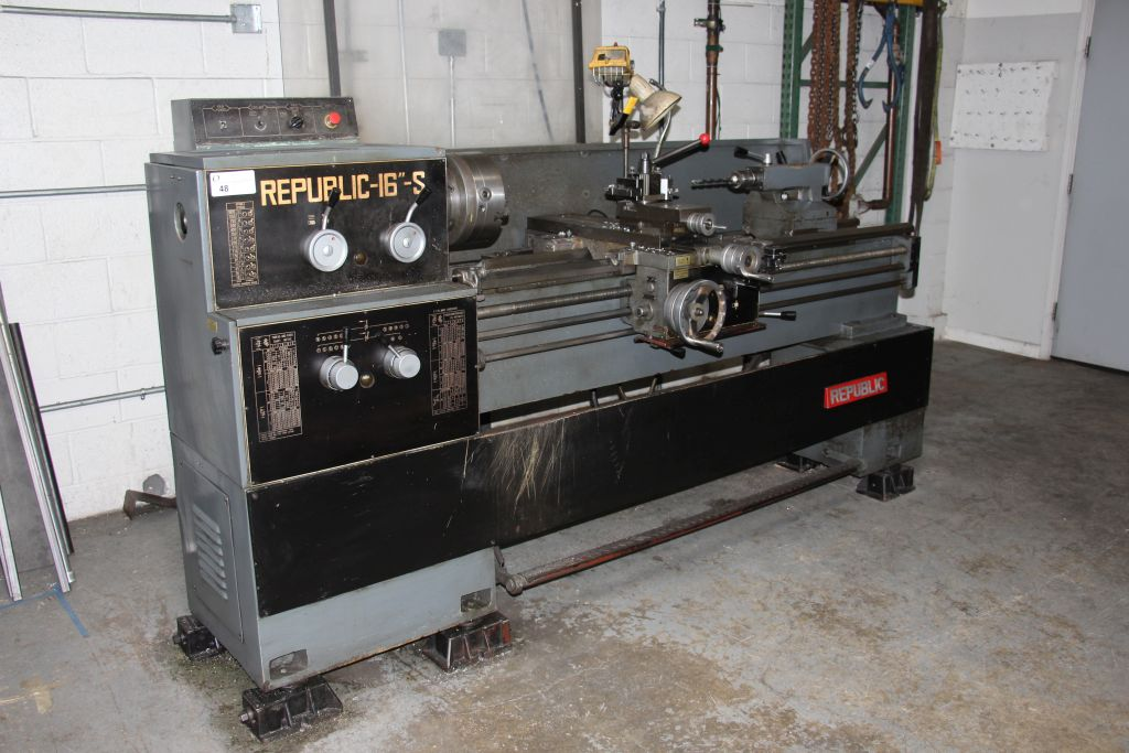 "Lot 48 - Republic 16"" - S machine lathe, max spindle speed 1800"