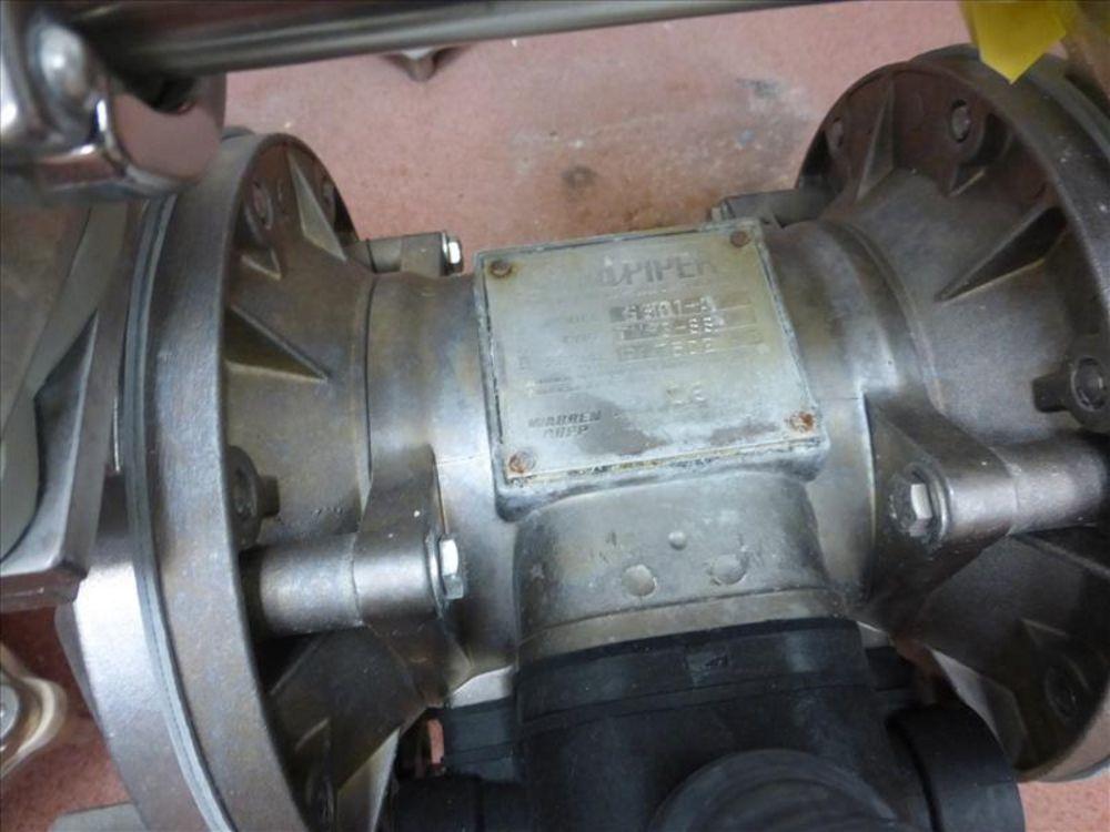 Lot 811 - Warren Rupp Sandpiper pumps mod. no. SSB1-A ser. no. 617502 type TY-3-SS, USDA compliant metallic