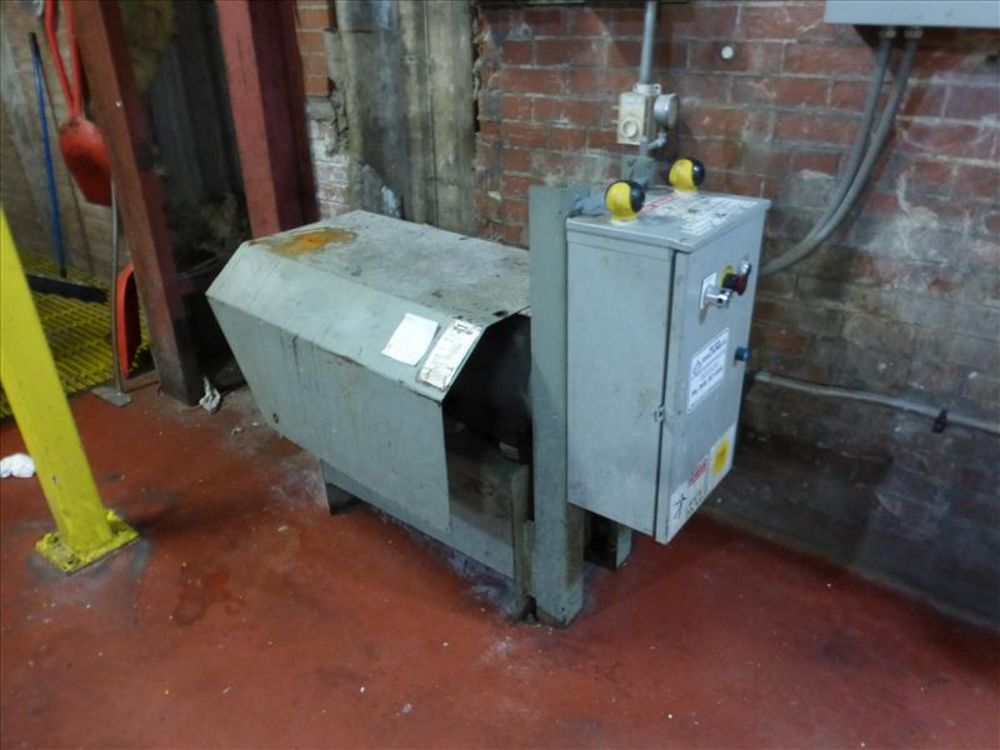 Lot 1103 - Marathon Trash Compactor mod. no. RJ250SC ser. no. 51402639 self contained unit, roll off, approx 40