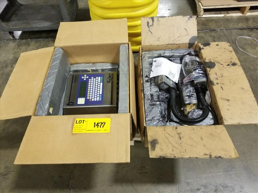 Lot 1477 - Fox Jet 700 Ink Jet Printer Screen and 2 printing head, ITW Corp