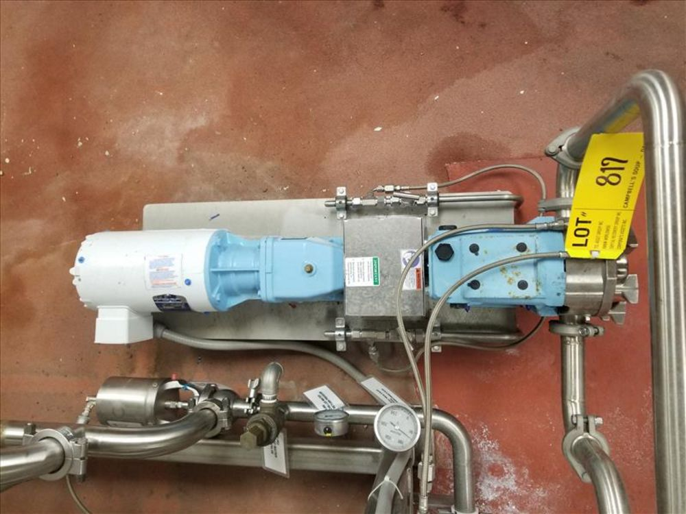 Lot 817 - Waukesha positive displacement pump mod. no. 33 ser. no. 46192 stainless, 1-1/2 in. x 1-1/2 in.,