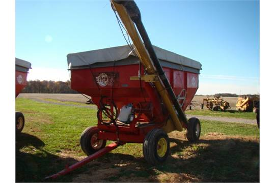 Lot 46: EZ Trail Gravity flow wagon w/hydraulic auger (seed