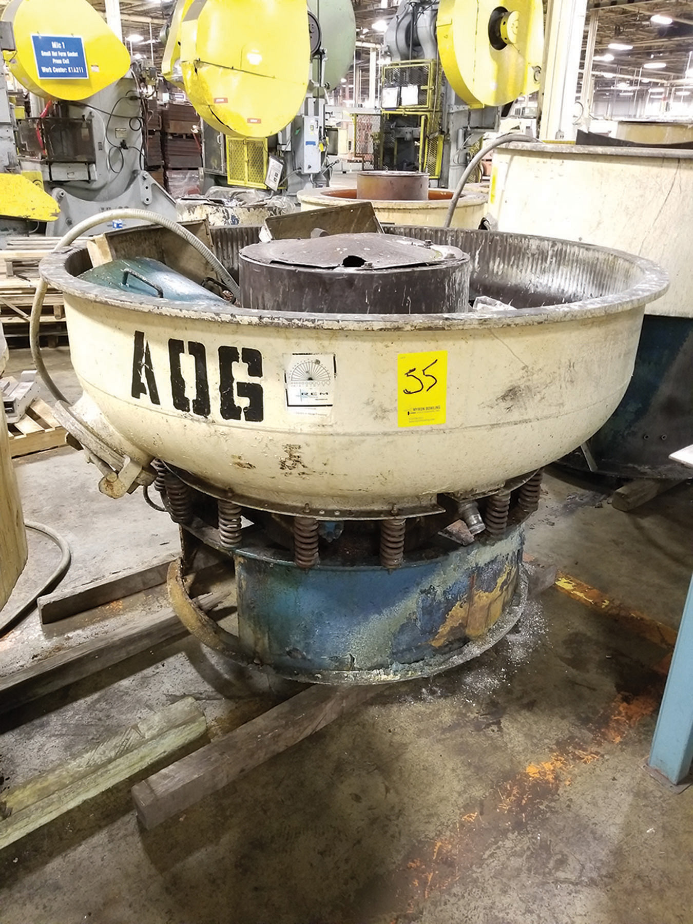 Lot 55 - ROSLER VIBRATORY BOWL FINISHER; 61 1/4'' DIA. X 17'' ***$50.00 RIGGING FEE***