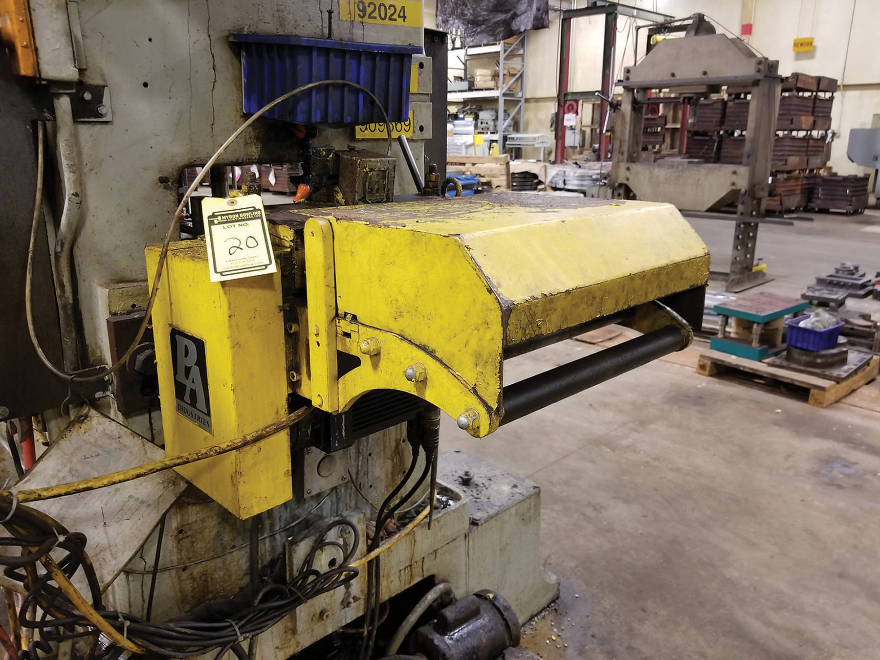Lot 20 - FEED LINE FOR MINSTER: PERFECTO 12'' 28-12-7 DECOILER CRADLE /COIL STRAIGHTENER, 1200-RPM, S/N SC-