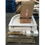 1 LOT TO CONTAIN ASSORTED CERAMICS / INCLUDING SHOWER TRAYS, GLASS DOWN LIGHTS AND GLASS LOCK RING /