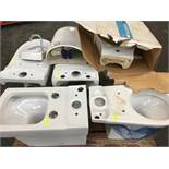 1 LOT TO CONTAIN ASSORTED CERAMICS / INCLUDING TOILETS, CISTERN, BASIN AND SINK / RRP £473.95 (