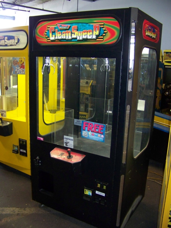 "Lot 32 - 42"""" SMART CLEAN SWEEP BLK PLUSH CLAW CRANE MACHINE Item is in used condition. Evidence of wear"
