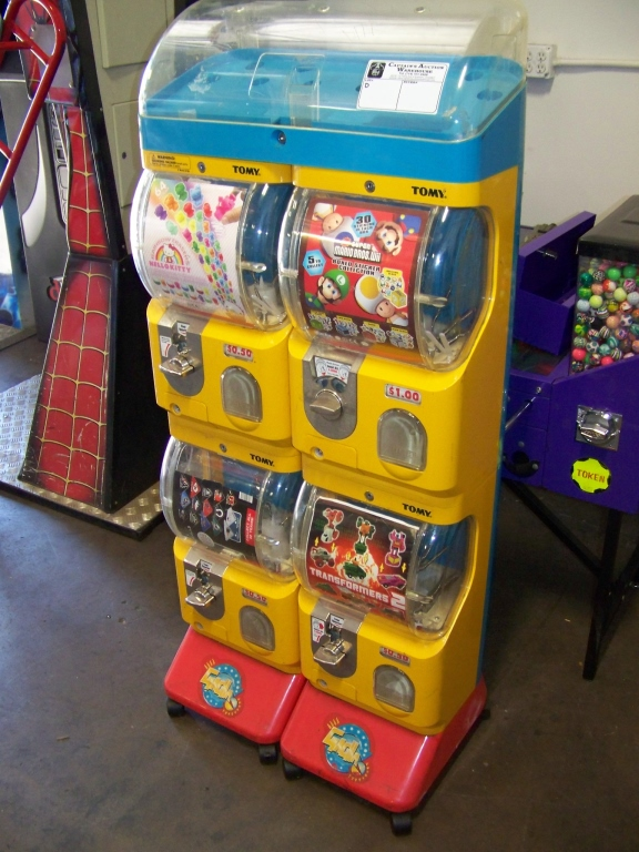 Lot 13 - TOMY GACHA DUAL COLUMN CAPSULE VENDING MACHINE Item is in used condition. Evidence of wear and