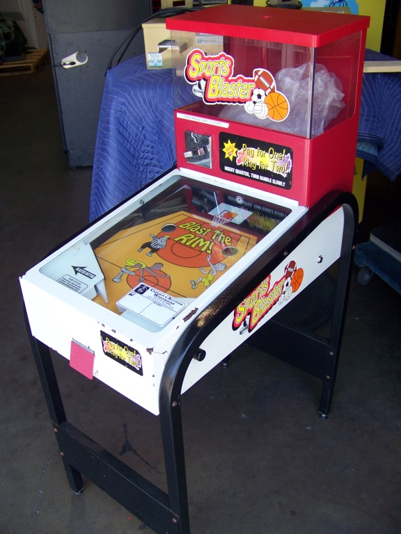 Lot 12 - SPORTS BLASTER BULK VENDING NOVELTY GAME Item is in used condition. Evidence of wear and