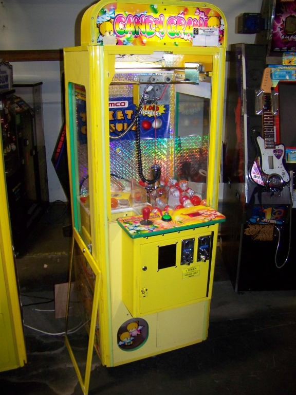 """Lot 40 - 24"""""""" CANDY SHOPPE CRANE MACHINE COASTAL Item is in used condition. Evidence of wear and commercial"""