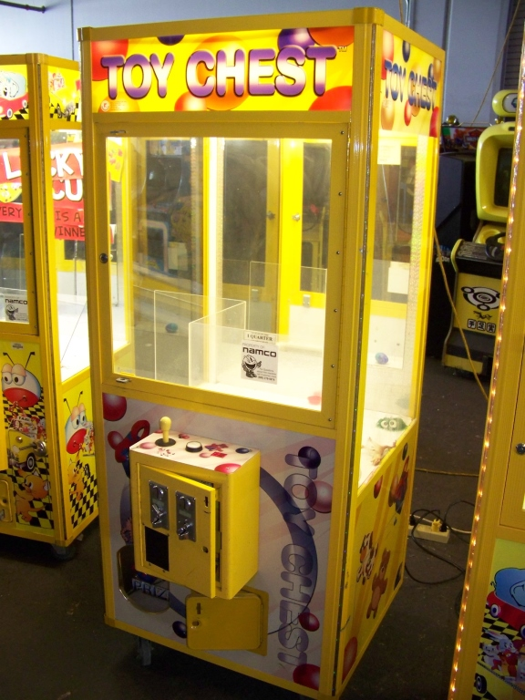 """Lot 36 - 30"""""""" TOY CHEST PLUSH CLAW CRANE MACHINE SMART Item is in used condition. Evidence of wear and"""