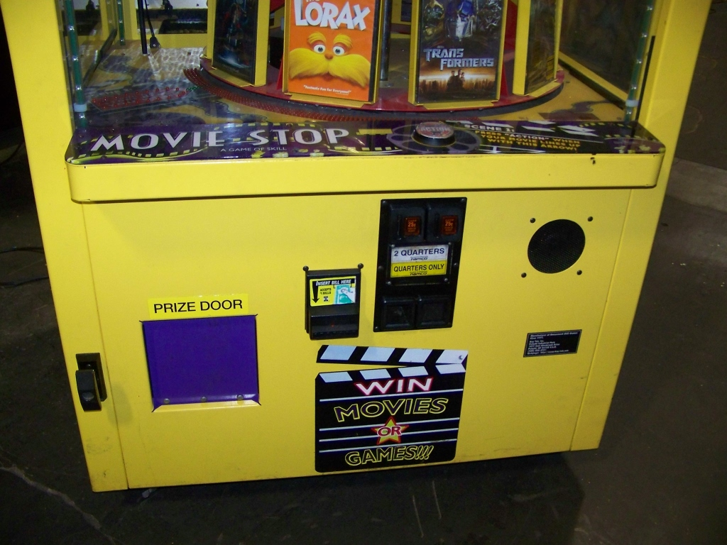 Lot 41 - MOVIE STOP PRIZE REDEMPTION GAME BAYTEK Item is in used condition. Evidence of wear and commercial