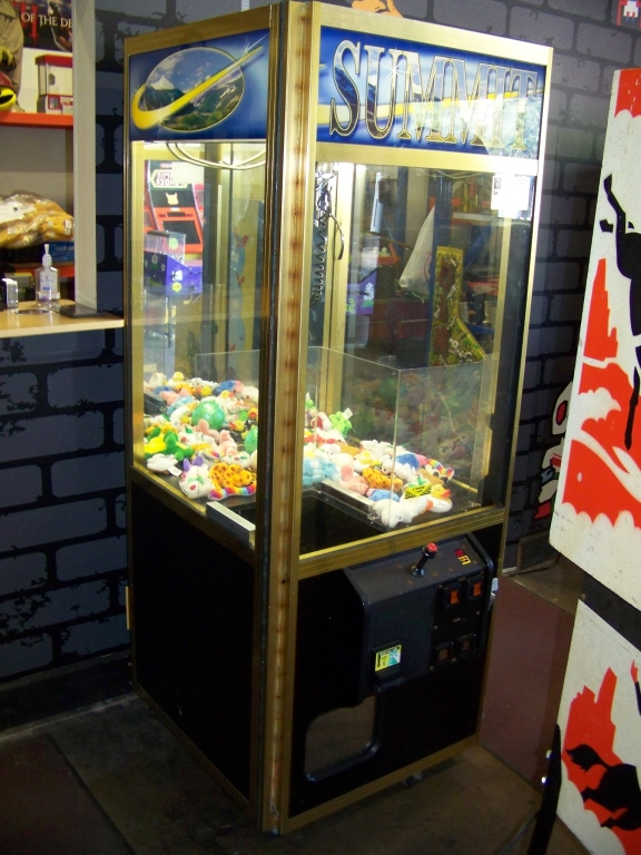 """Lot 33 - 30"""""""" ELAUT SUMMIT PLUSH CLAW CRANE MACHINE Item is in used condition. Evidence of wear and"""