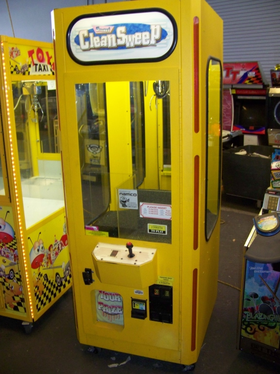 """Lot 30 - 30"""""""" SMART CLEAN SWEEP YELLOW PLUSH CLAW CRANE Item is in used condition. Evidence of wear and"""