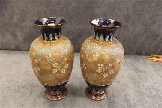 A Royal Doulton Stoneware Vase Decoration Number 4461 Lg635
