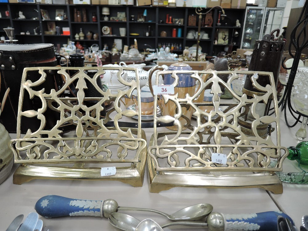 Lot 35 - A selection of vintage flatware and cutlery