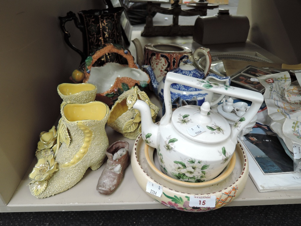 Lot 15 - A selection of vintage ceramics and similar including tea pots etc