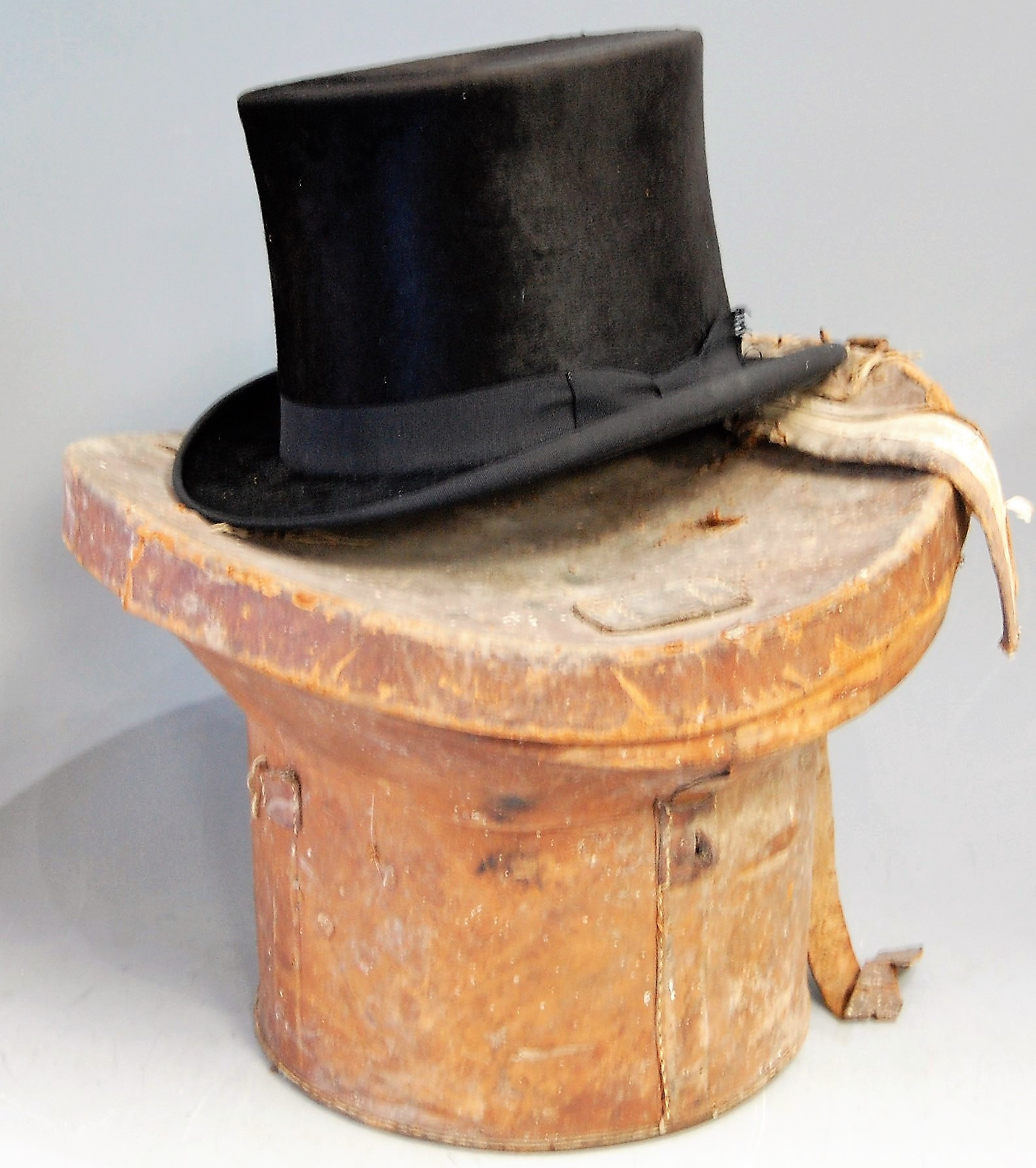 Lot 22 - An early 20th century brushed velvet top hat, bearing label for G. Mordacque, in brown leather hat