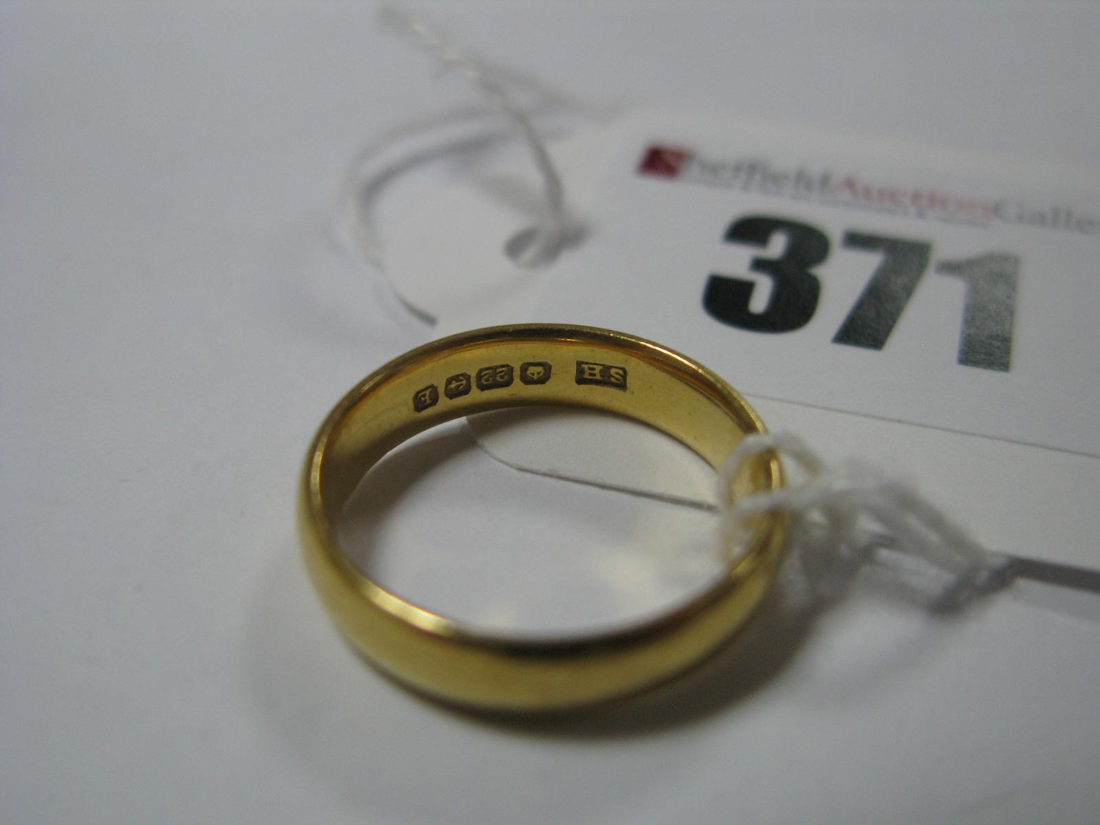 Lot 371 - A 22ct Gold Plain Wedding Band.