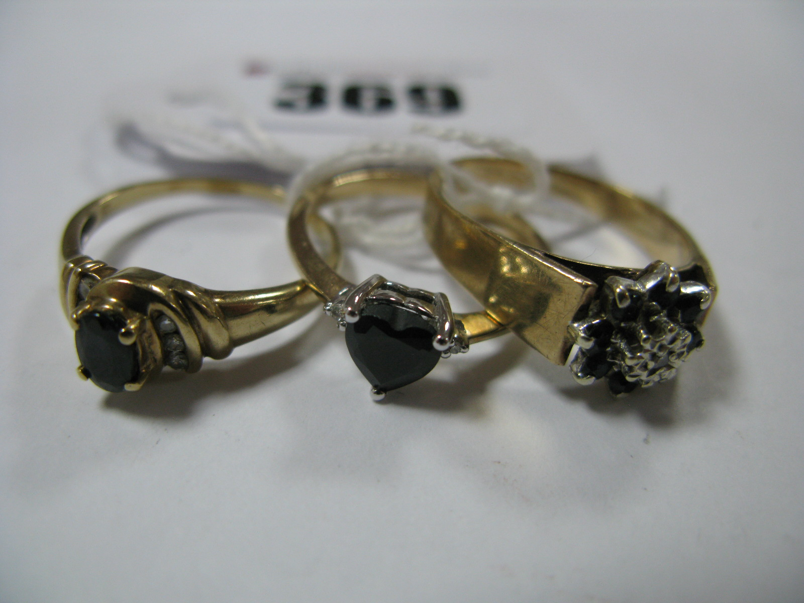 Lot 369 - A Modern 9ct Gold Dress Ring, claw set heart shape centre, to inset tapered shoulders, a 9ct gold
