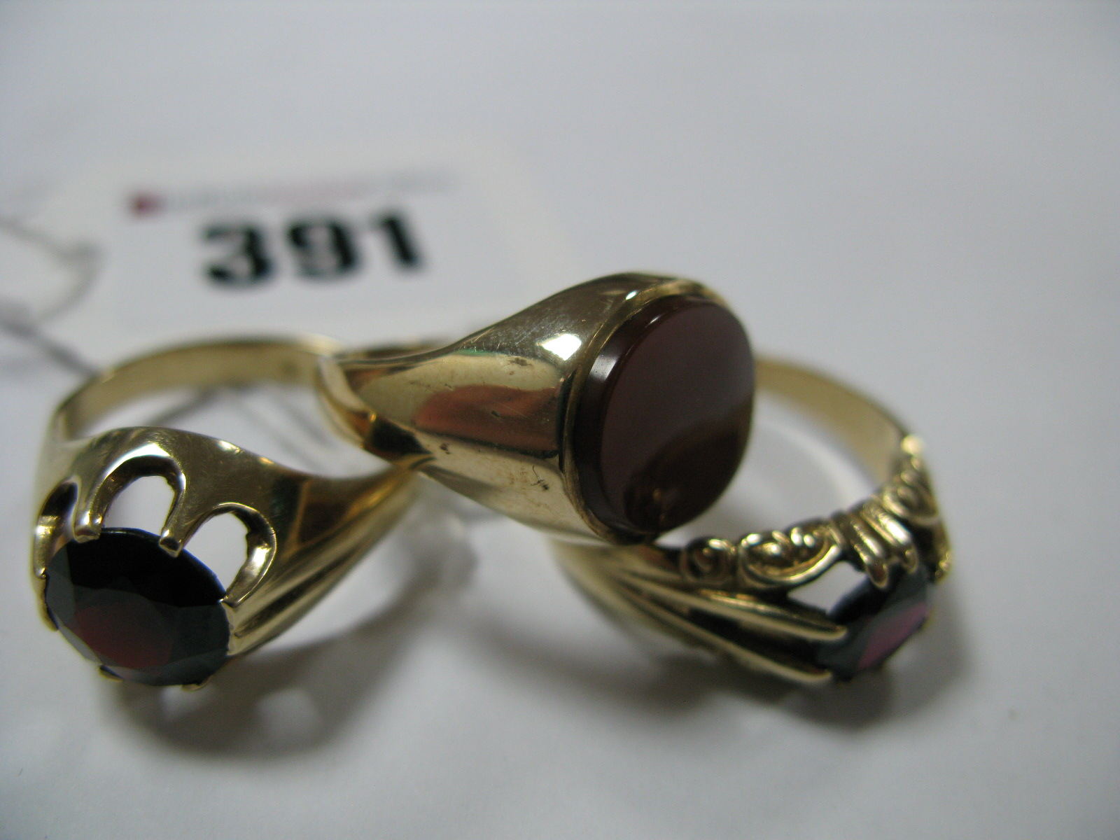 Lot 391 - A 9ct Gold Gent's Dress Ring, claw set centre, within openwork bifurcated and ornate shoulders,