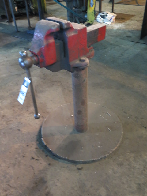 "Lot 665 - 6"" Pedestal Mounted Vise"