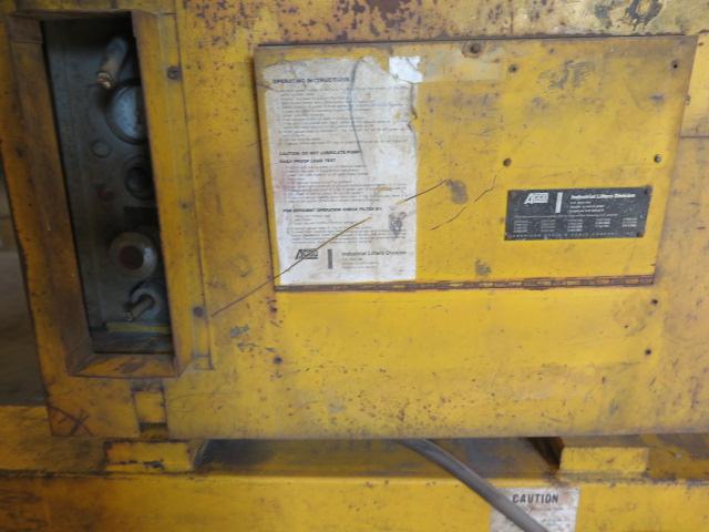 Lot 542 - Acco Vac-U-Lift 5600 Lb Cap Vacuum Sheet Lift