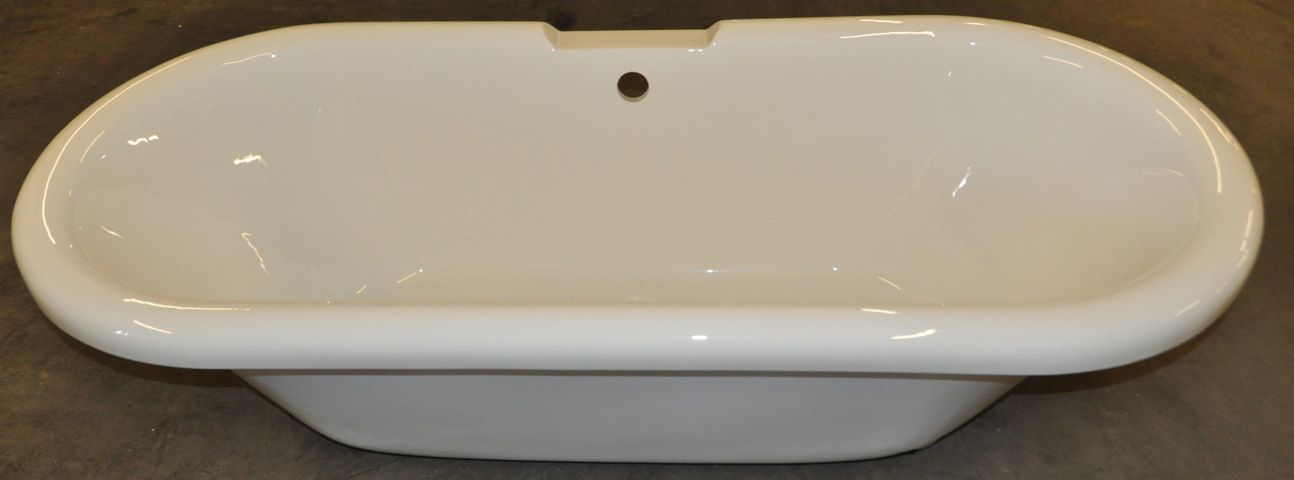 lot 3822 1 x freestanding roll top bath with central waste and tap