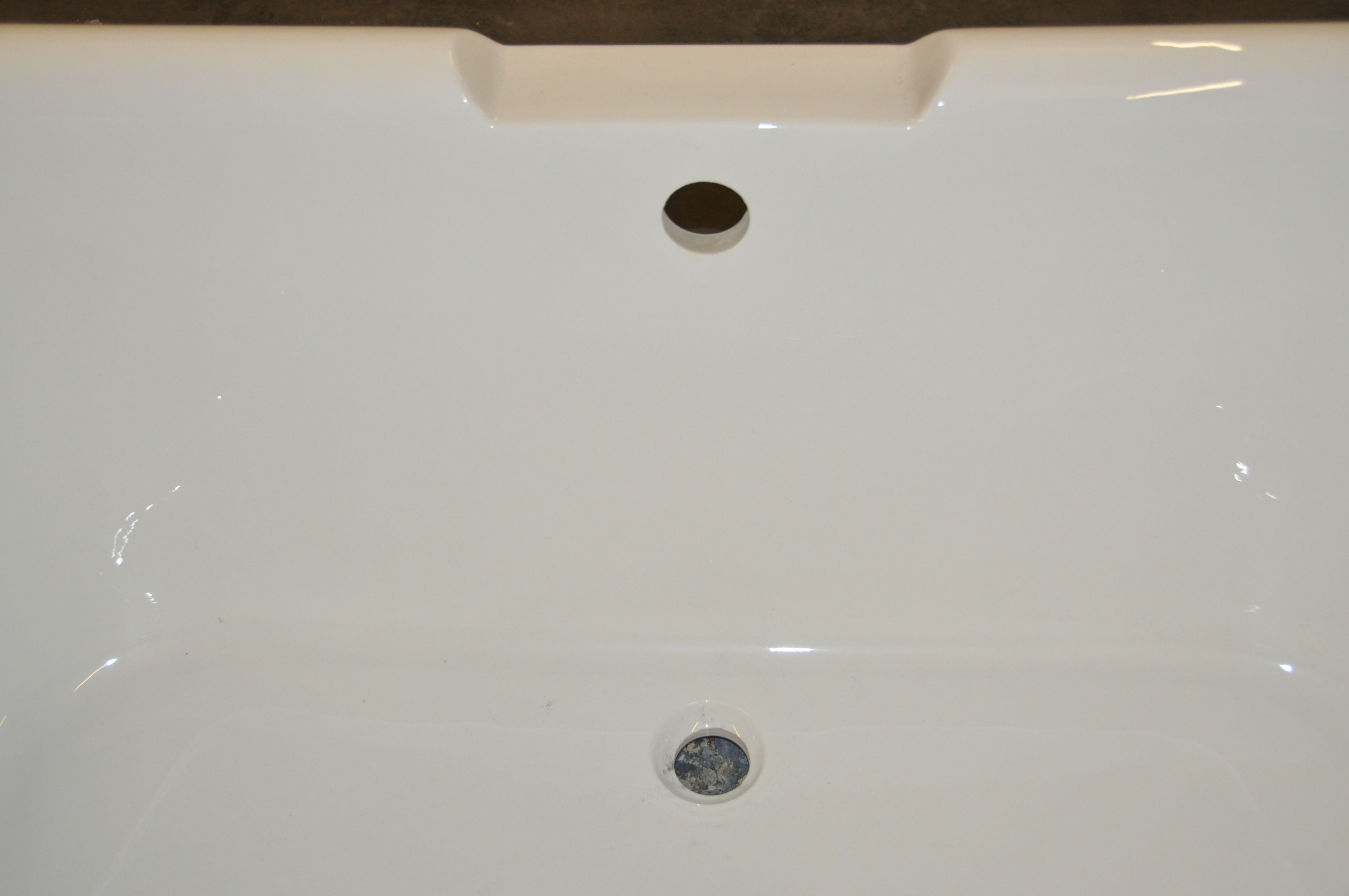 lot 3821 1 x freestanding roll top bath with central waste and tap