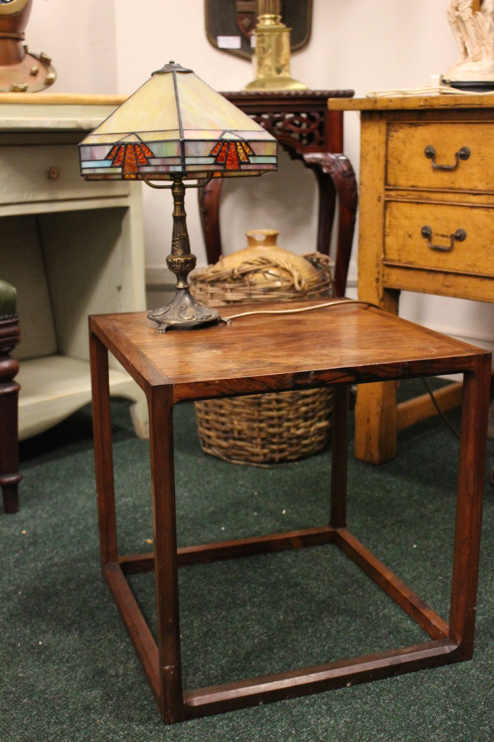 """Lot 348 - A MID CENTURY STYLE SIDE / LAMP TABLE, 17.5"""" x 17.5"""" x 17.5"""" approx"""
