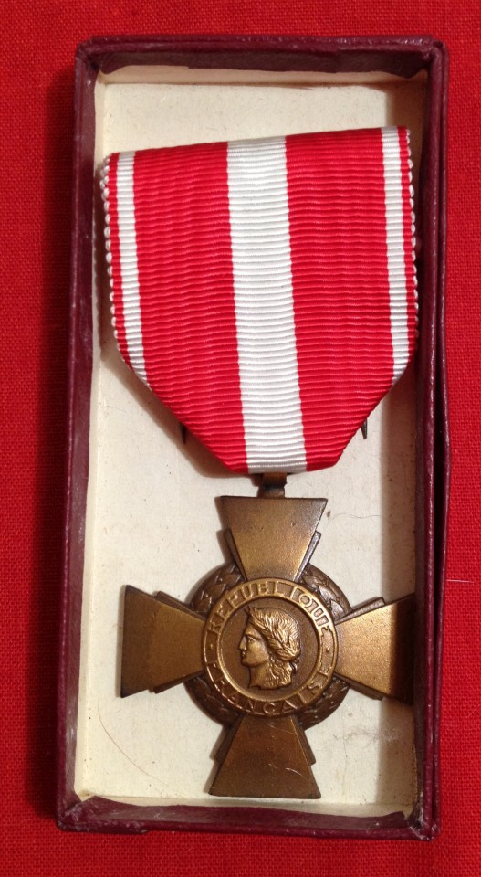 Lot 38 - French Military Cross for Valour - boxed