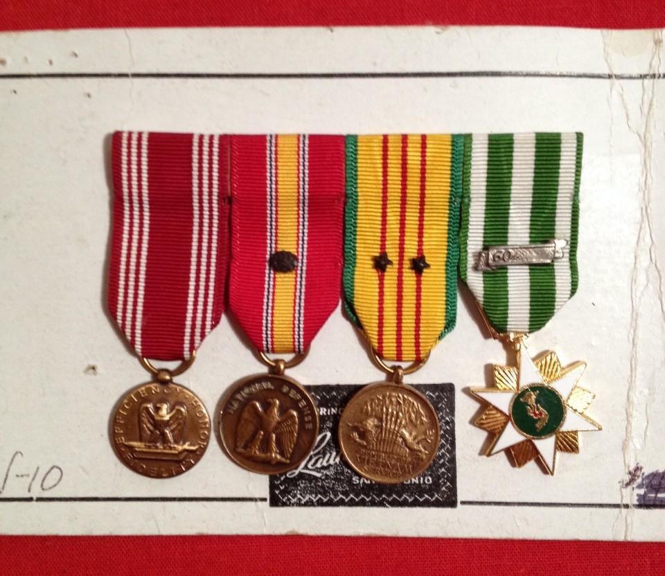 Lot 12 - 4 Miniature USA Medals