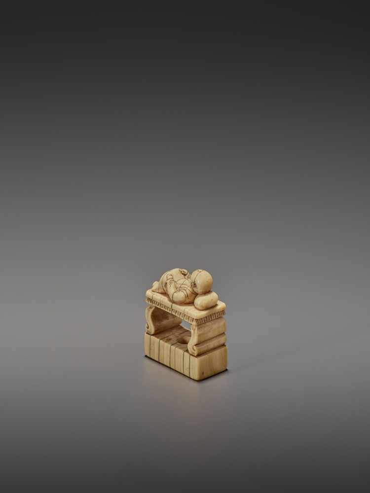 AN EARLY IVORY NETSUKE OF A CHINESE MAN SLEEPING ON AN OPIUM BED UnsignedJapan, early 18th - Image 6 of 11