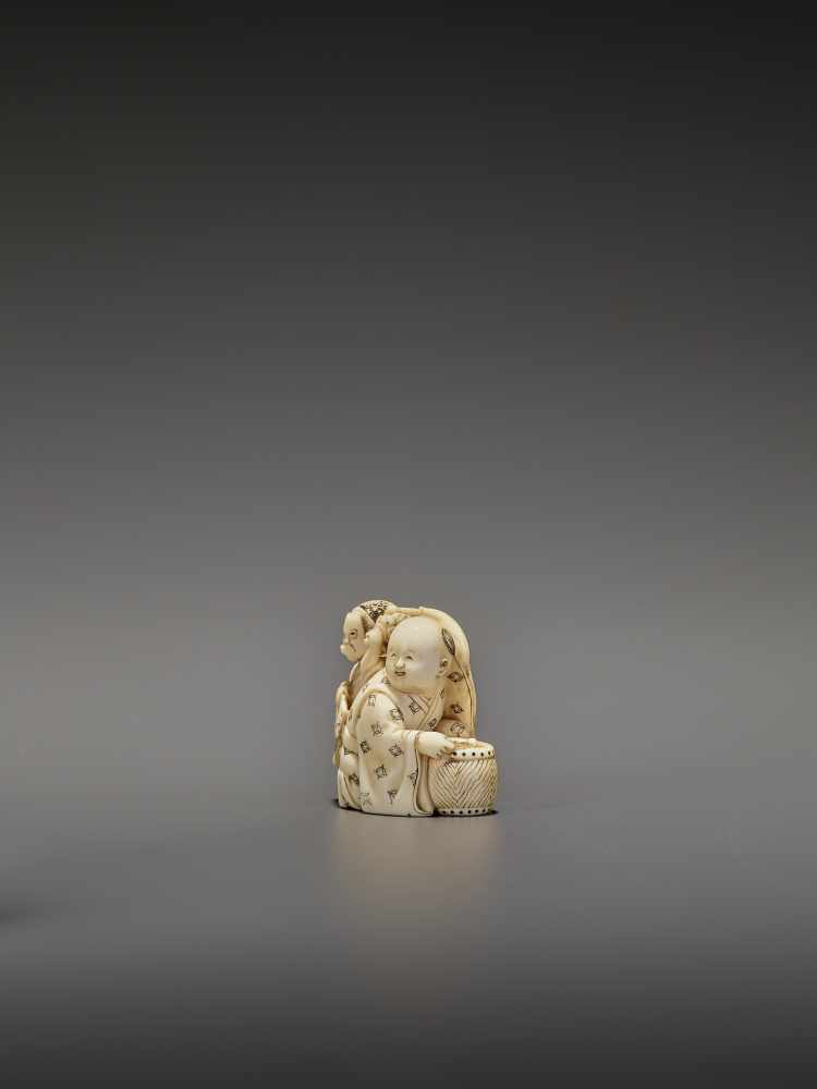 HOMIN: AN IVORY NETSUKE OF TWO BOYS AS MUSICIANS By Homin, signed Homin with kaoJapan, Edo/Tokyo, - Image 3 of 10