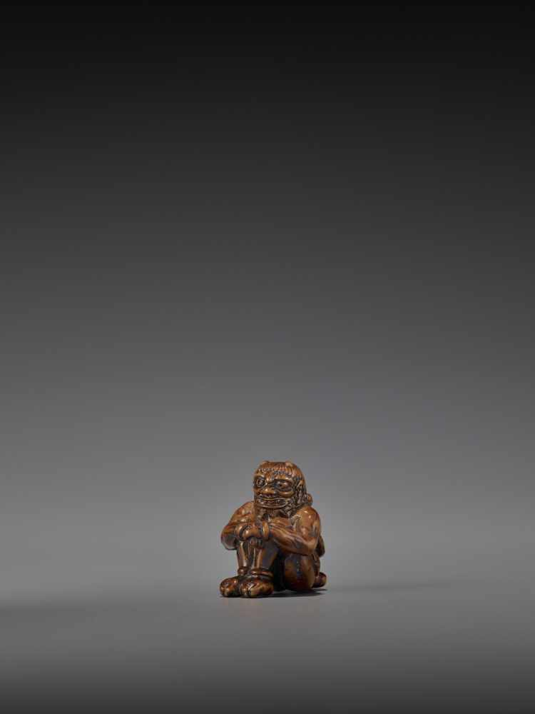 GYOKURIN: AN AMUSING WOOD NETSUKE OF RAIJIN WITH RAITARO By Gyokurin, signed GyokurinJapan, early - Image 3 of 12