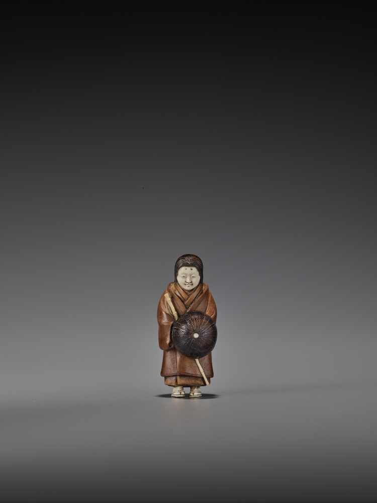 RAKUMIN: A RARE WOOD AND IVORY NETSUKE OF A VISITING COURTESAN By Ho Rakumin, signed RakuminJapan,